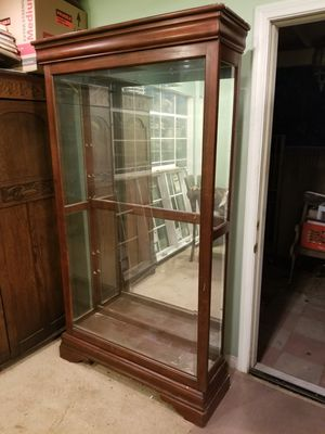 FREE!!! MODERN DISPLAY CASE CABINET for Sale in Buena Park, CA