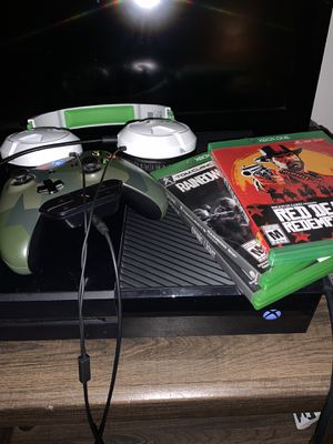 Xbox one w/red dead 2 for Sale in Hacienda Heights, CA