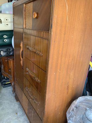 Antique armoire for Sale in Pembroke Pines, FL