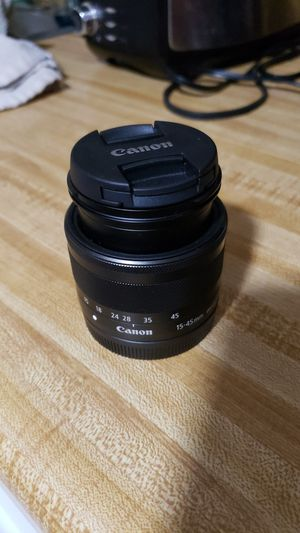 Canon zoom lens 15-45 0.25 m/0.8ft for Sale in Opa-locka, FL
