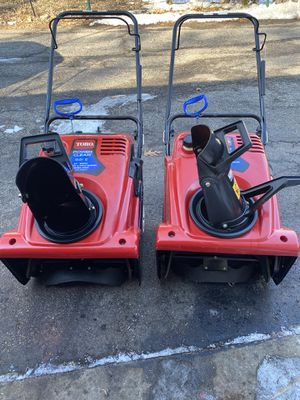 2 Toro powerclear 621E starts at first pull or electric start for Sale in Downers Grove, IL