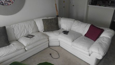 4pc leather sectional with sleeper for Sale in Lithia Springs,  GA