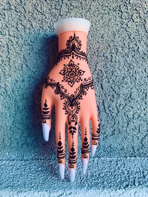 Henna, nails by @ameyatzin_beauty for Sale in Perris, CA