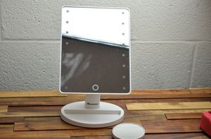 Vanity mirror with lights touch screen 16 led lighted makeup large for Sale in Walnut, CA