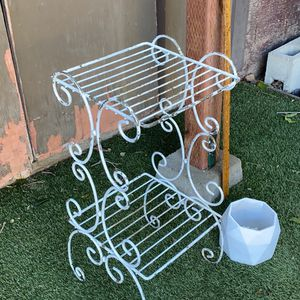 2 Foot Tall White Chippy Ornate Metal Rack/ Plant Stand for Sale in Long Beach, CA