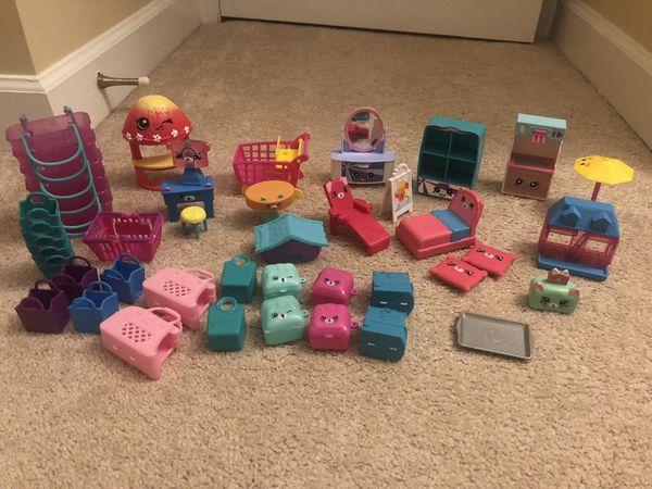 Shopkins accessories and 239 shopkins