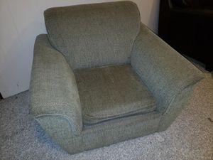 Free oversized sofa chair for Sale in Lakewood, WA