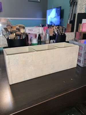 Makeup desk for Sale in Visalia, CA