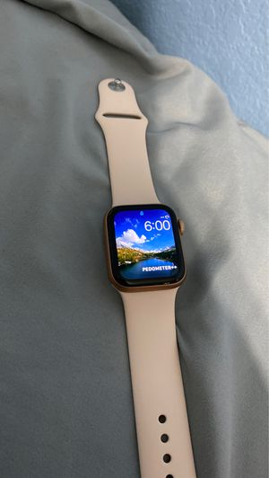 Apple Watch series 5/ 40mm gps for Sale in Fort Worth, TX