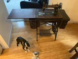 Antique sewing machine. White for Sale in Tacoma, WA