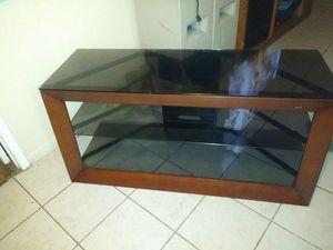 Masa de 3 istante para tvs en exelente condiciones es de 60 a 65 inch for Sale in Houston, TX