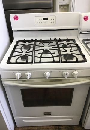 Frigidaire Gallery white 5 burner gas stove for Sale in Cleveland, OH