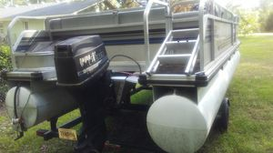 21ft party barge by tracker, with 60 horse evinrude, like new trolling motor for Sale in Perry, GA