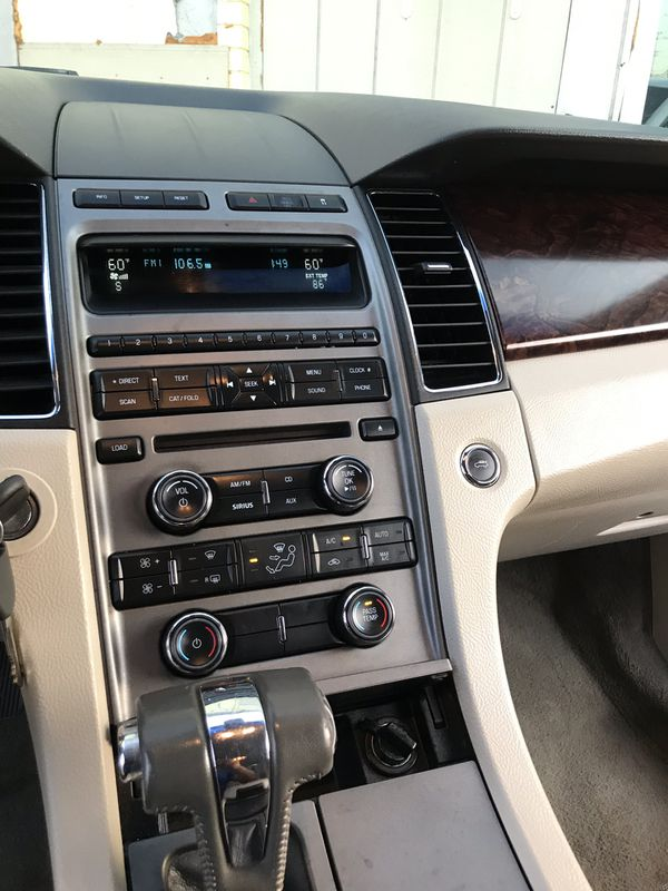 2010 Ford Taurus 148 000 miles good conditions