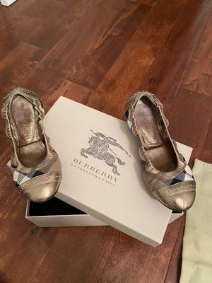 Gold Burberry Flats Size 6 for Sale in South Brunswick Township, NJ