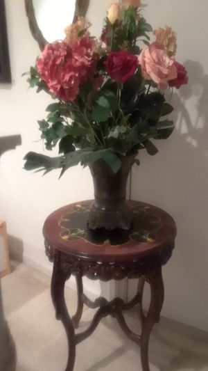 """CENTERPIECE BOUQUET OF MIXED FLOWERS 32"""" TALL WITH VASE for Sale in Stockton, CA"""