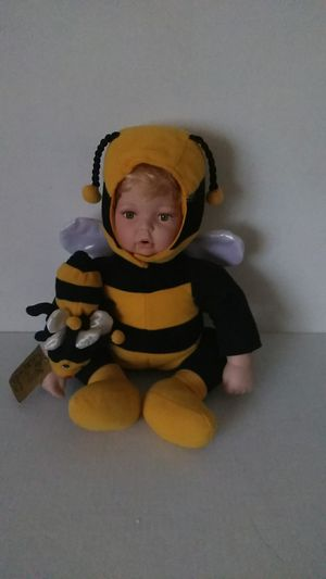 BUMBLEBEE PORCELAIN DOLL FROM THE BROADWAY COLLECTION for Sale in Forest Park, IL