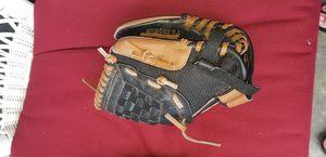 "Adidas kids baseball glove/ mitt 9.5"" for Sale in Fresno, CA"