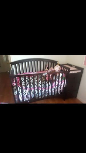 Baby crib with changing table for Sale in DeSoto, TX