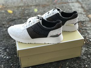 New Michael Kors Sneakers size 7us for Sale in Miami, FL