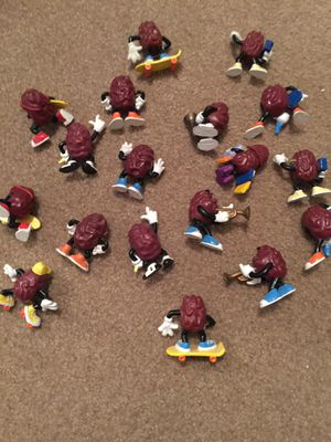 18 California Raisins figurine Toys for Sale in Hiram, GA