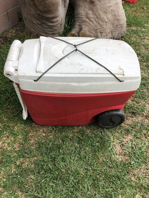 Igloo cooler with handle for Sale in Pico Rivera, CA