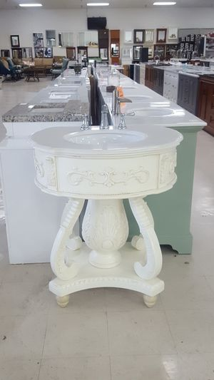 32 inch elegant vanity for Sale in Orlando, FL