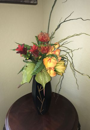 Vase with flowers for Sale in Helotes, TX