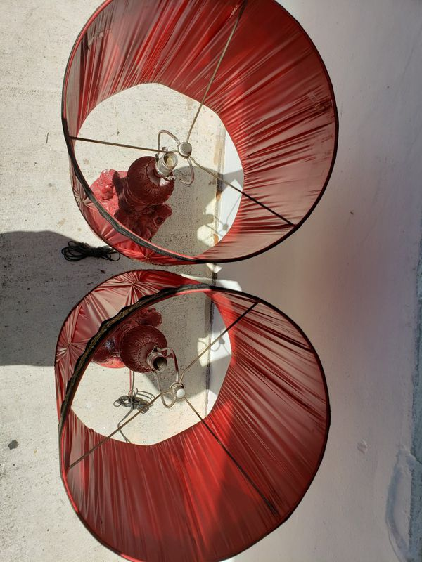 Red cherub lamps w/shades