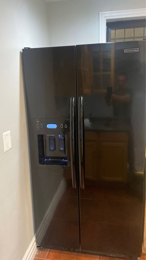 KitchenAid black refrigerator with ice and water dispenser for Sale in Chicago, IL