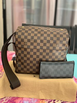 Authentic Louis Vuitton Naviglio Messenger Bag Set for Sale in Tampa, FL