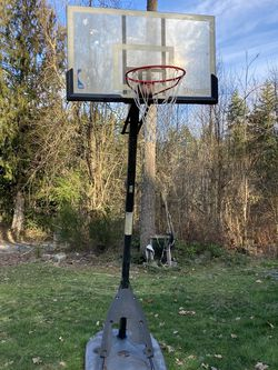 Spalding Portable Basketball Hoop for Sale in Graham,  WA