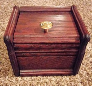 Wooden box for Sale in Bloomington, IL