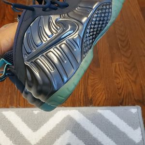 Nikes foams for Sale in Williamsport, PA