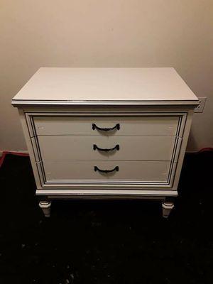 Dresser (3 drawer) for Sale in Winter Garden, FL