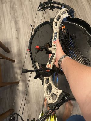 PSE surge left handed compound bow for Sale in Seguin, TX