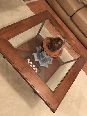 Coffee Table & 2 side tables set of 3 for Sale in Ashburn, VA