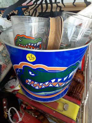 Cool collectible metal gator ice bucket for glasses and coasters complete set $20 for Sale in Dunedin, FL
