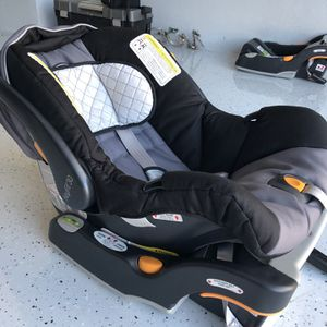 Chico Keyfit 30 Children's Car seat + Base (2) for Sale in Austin, TX