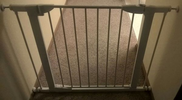 Protect By Munchkin Auto Close Metal Gate For Sale In