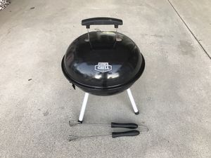 14.5 inch portable dome charcoal grill with tongs - asador de carbon portable con pinzas for Sale in Anaheim, CA