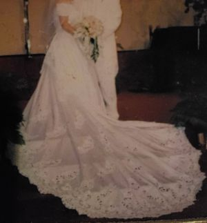 Beautiful Wedding dress size 14 for Sale in Tampa, FL