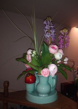 Beautiful flowers with beautiful vase for Sale in St. Louis, MO