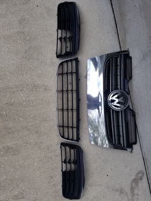 Volkswagen Jetta 07 Front grill for Sale in Land O Lakes, FL