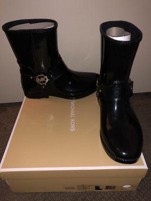 Mk size 9, rain boots for Sale in Woodbridge, VA