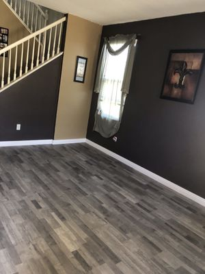 Laminate floor gray 10 mm water resistant 1780 sqft new ! for Sale in Corona, CA