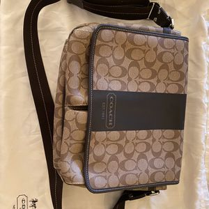 Coach Authentic Messenger (Over The Shoulder)Bag for Sale in Kennedale, TX