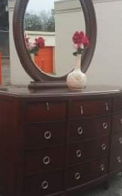 QUALITY REAL WOOD LONG DRESSER WITH BIG DRAWER AND BIG MIRROR GREAT CONDITION for Sale in Fairfax,  VA