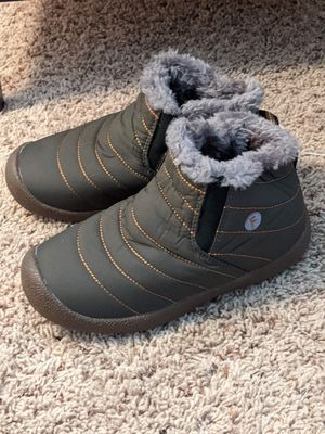 New girls/ boys winter/ snow boots size 4/5 for Sale in San Bernardino, CA