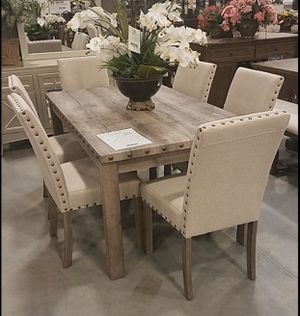Dining table set 7 pcs $499 for Sale in Apple Valley, CA